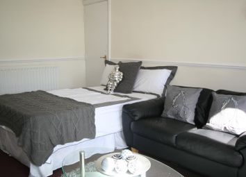 Thumbnail 1 bed property to rent in Flat 4, 223 Hyde Park Road, Hyde Park