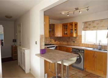 Thumbnail 2 bed flat to rent in Woodlands Close, Crawley