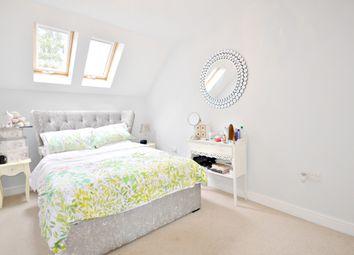 Thumbnail Room to rent in Cranwells Lane, Farnham Common, Slough