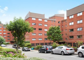 Thumbnail 4 bedroom flat for sale in Spencer Close, Finchley