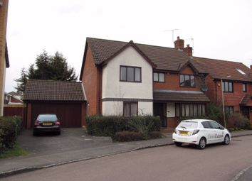 Thumbnail 6 bed detached house to rent in Woodward Close, Reading