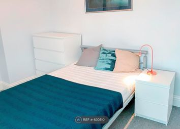 Thumbnail Room to rent in Beechwood Villas, Redhill