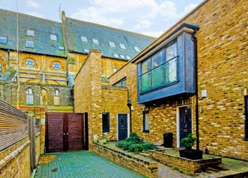 Thumbnail 3 bed property to rent in Brides Mews, Barnsbury