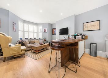 Lavender Hill, London SW11. 2 bed flat for sale