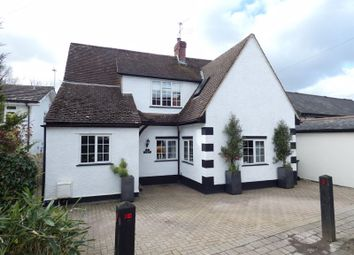 The Street, West Horsley, Leatherhead KT24. 3 bed detached house
