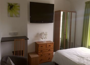 Thumbnail Room to rent in Cliff Road, Crigglestone, Wakefield