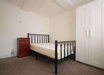 The Drive, Cranbrook, Ilford IG1. 3 bed flat