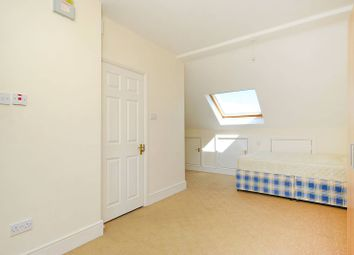 3 bed maisonette to rent in Leghorn Road, Kensal Green NW10