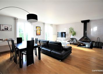 Thumbnail 4 bed property for sale in Île-De-France, Yvelines, Poissy