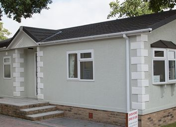 Thumbnail 2 bed mobile/park home for sale in Hogbarn Lane, Harrietsham, Maidstone