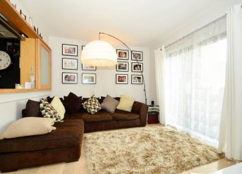 Thumbnail 1 bed flat to rent in Hutchings Wharf, Canary Wharf