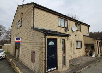 Thumbnail 2 bed flat to rent in Gainsborough Close, Bradford