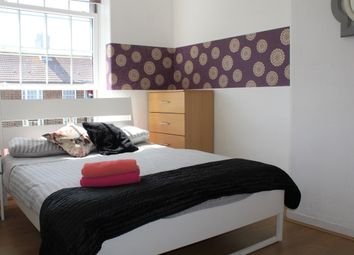 Thumbnail 3 bed flat to rent in Chicksand Street, Aldgate East/Brick Lane
