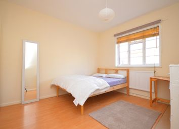 3 bed property to rent in Ames Cottages, Mile End, London E14