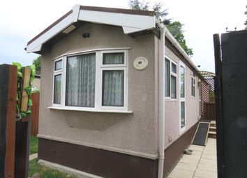 Thumbnail 2 bed mobile/park home for sale in Meadowside Park, Lingfield