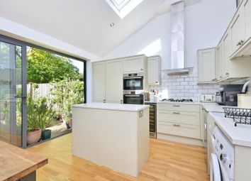 3 bed property for sale in Grantham Road, London W4