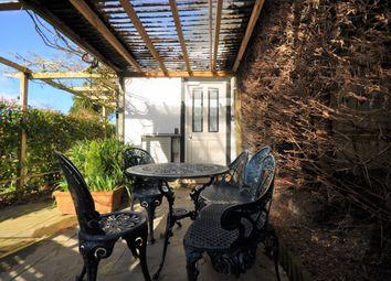 1 bed maisonette to rent in Lammas Lane, Esher, Surrey KT10