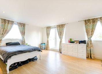 Thumbnail 2 bed flat for sale in Lamberts Road, Surbiton