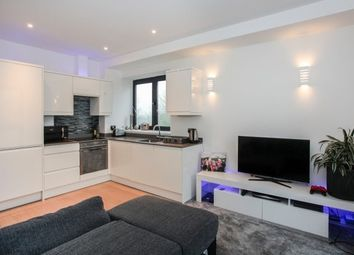 Thumbnail 2 bedroom flat to rent in Lincoln Road, Dorking