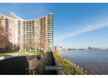 3 bed flat to rent in New Providence Wharf, London E14