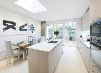 2 bed terraced house to rent in Passmore Street, Belgravia, London SW1W