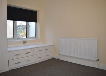Thumbnail 2 bed flat to rent in Homesdale Road, Bromley, London