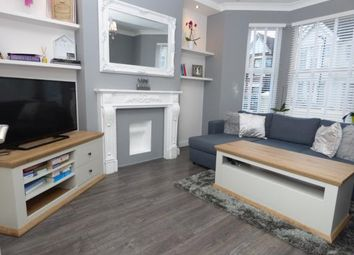 Thumbnail 2 bedroom flat for sale in Westcliff-On-Sea, Essex, England