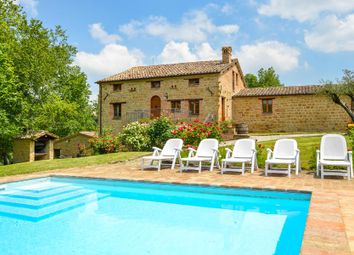 Thumbnail Hotel/guest house for sale in Gualdo, Macerata, Marche, Italy