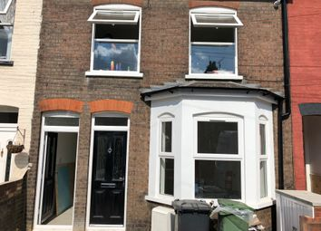 2 bed flat to rent in Crawley Road, Luton LU1