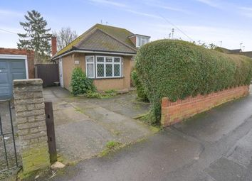 Thumbnail 2 bed bungalow for sale in Links Way, Croxley Green, Rickmansworth