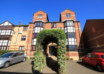 Thumbnail 1 bed flat to rent in Swan Place, Reading