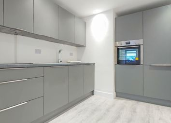 2 bed flat to rent in Spencer Road, East Molesey KT8