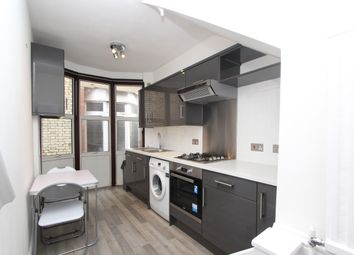 Thumbnail 2 bed flat to rent in Queens Avenue, London