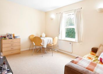 Thumbnail 1 bedroom flat to rent in Thames Circle, Canary Wharf