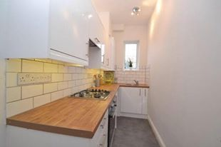 Thumbnail 2 bedroom flat to rent in Tarring Road, Worthing