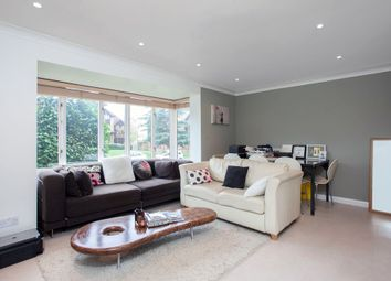 Thumbnail 1 bed flat to rent in Linwood Close, London