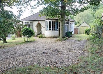 Cuffley Hill, Goffs Oak, Hertfordshire EN7. 2 bed bungalow