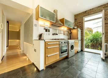 Thumbnail 2 bedroom flat to rent in Clapham Common South Side, Clapham, London