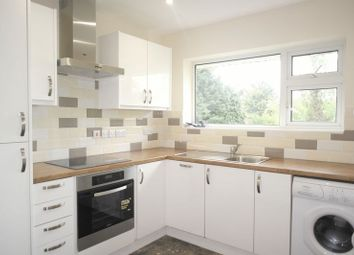 Thumbnail 2 bed flat to rent in Broomhill, Cookham, Maidenhead