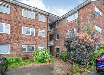 2 bed flat to rent in The Chestnuts, Horley RH6