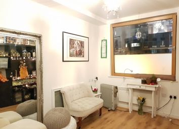 Thumbnail 1 bed flat to rent in Paragon Site, Boston Park Road, Brentford, Middlesex