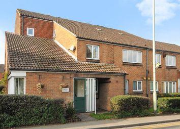 Thumbnail 2 bedroom flat to rent in Wiltshire Road, Wokingham