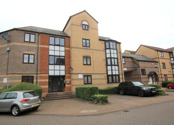 2 bed flat to rent in Waterside Gardens, Reading, Berkshire RG1