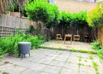 4 bed maisonette to rent in Fellows Court, Weymouth Terrace, London E2