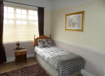 Thumbnail Room to rent in Batemans Acre South, Room 3, Coundon, Coventry