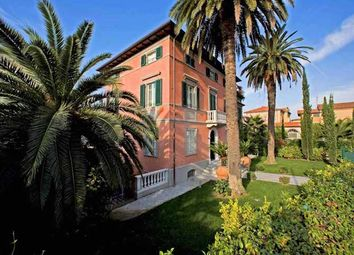 Thumbnail 9 bed town house for sale in Pietrasanta, Lucca, Tuscany, Italy