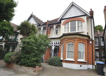 3 bed flat to rent in Broomfield Avenue, London N13