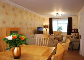 Thumbnail 2 bed flat to rent in Stag Lane, Chorleywood, Rickmansworth