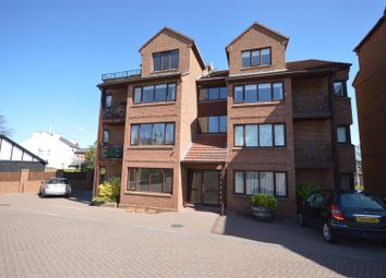 Thumbnail 2 bed flat to rent in Mount Avenue, Heswall, Wirral