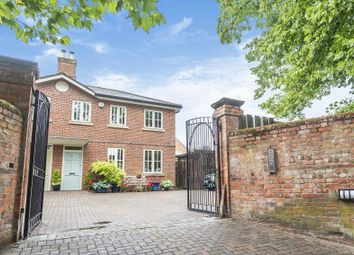 West Hill Court, Kings Road, Henley-On-Thames RG9. 2 bed end terrace house